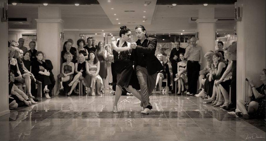 Giselle Gatica Luján y Roque Castellano con el Garage tango